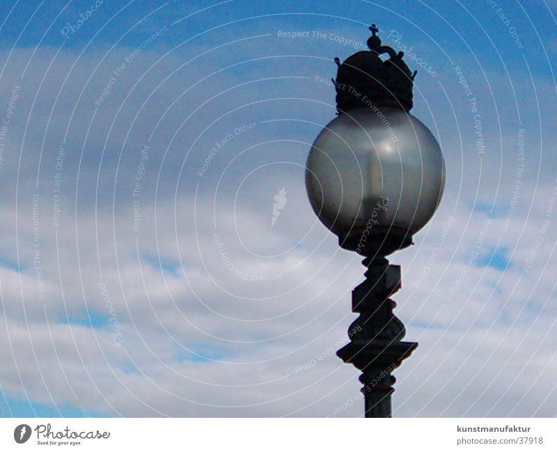 Erhelle die Nacht 2 Wolken Architektur Laterne Österreich Wien