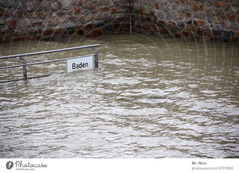 Hochwasser in Baden Wetter sturmflut globale Erwärmungswirkung Kaianlage überschwemmt Uferbefestigung Überschwemmung Umwelt Klima hochwasserlage Überflutet