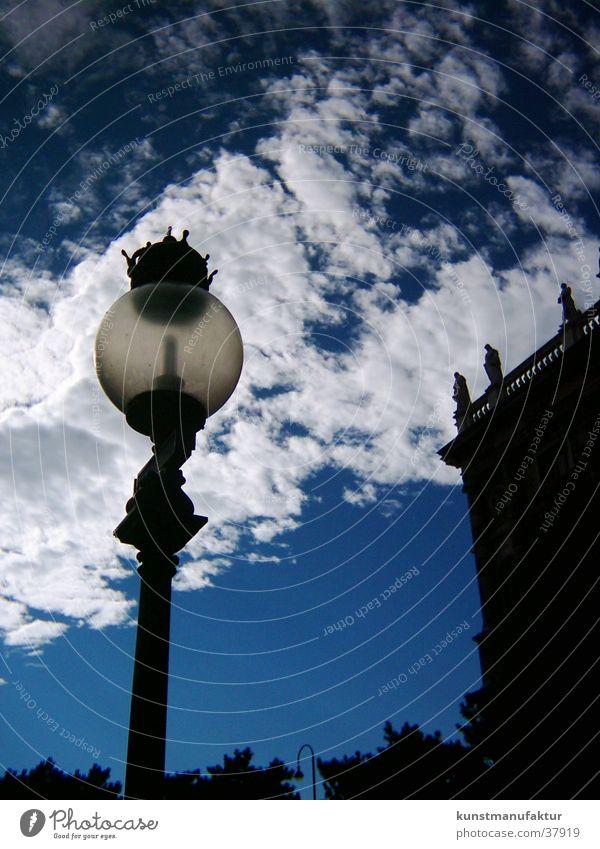 Erhelle die Nacht Wolken Architektur Straßenbeleuchtung Wien