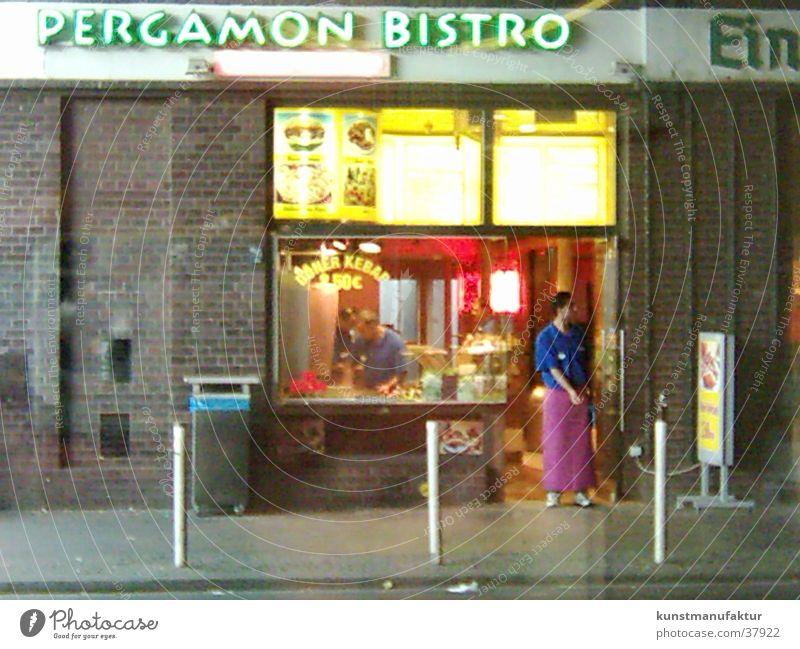 Kebab Berlin Mann U-Bahn Langeweile Ladengeschäft Ernährung Händler
