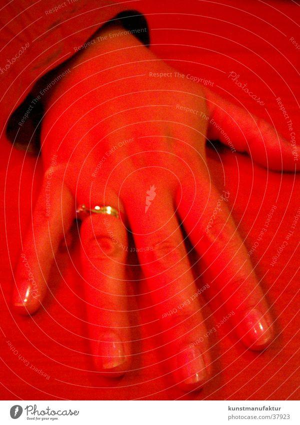 Red Hand Ehering rot Frau Kreis