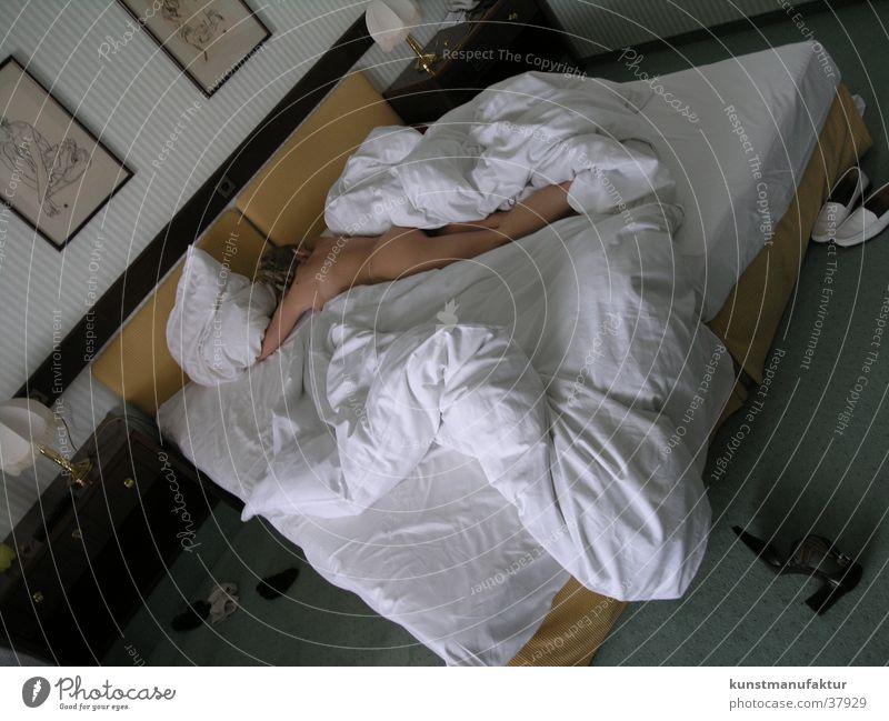 Schönes Erwachen Frau Bett aufwachen
