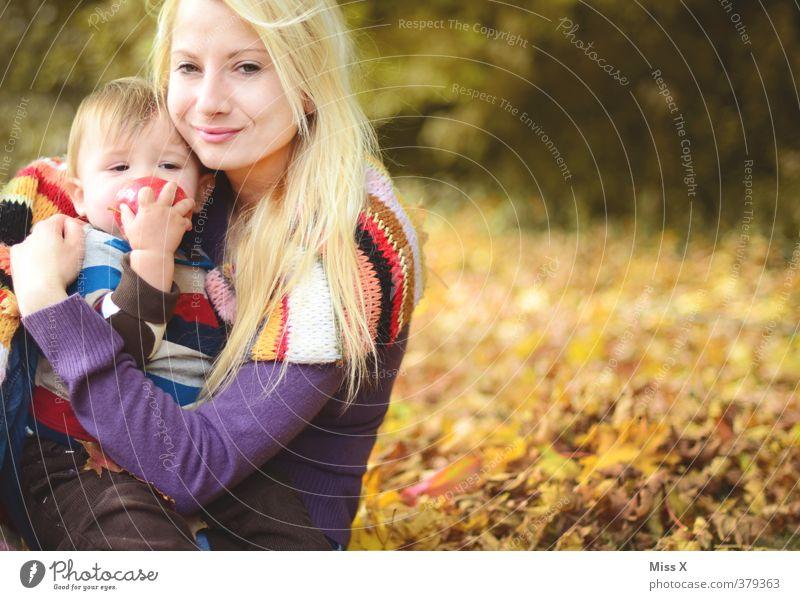 Lieblingsbild Spielen Baby Kleinkind Frau Erwachsene Eltern Mutter Familie & Verwandtschaft 2 Mensch 0-12 Monate 1-3 Jahre 18-30 Jahre Jugendliche Herbst