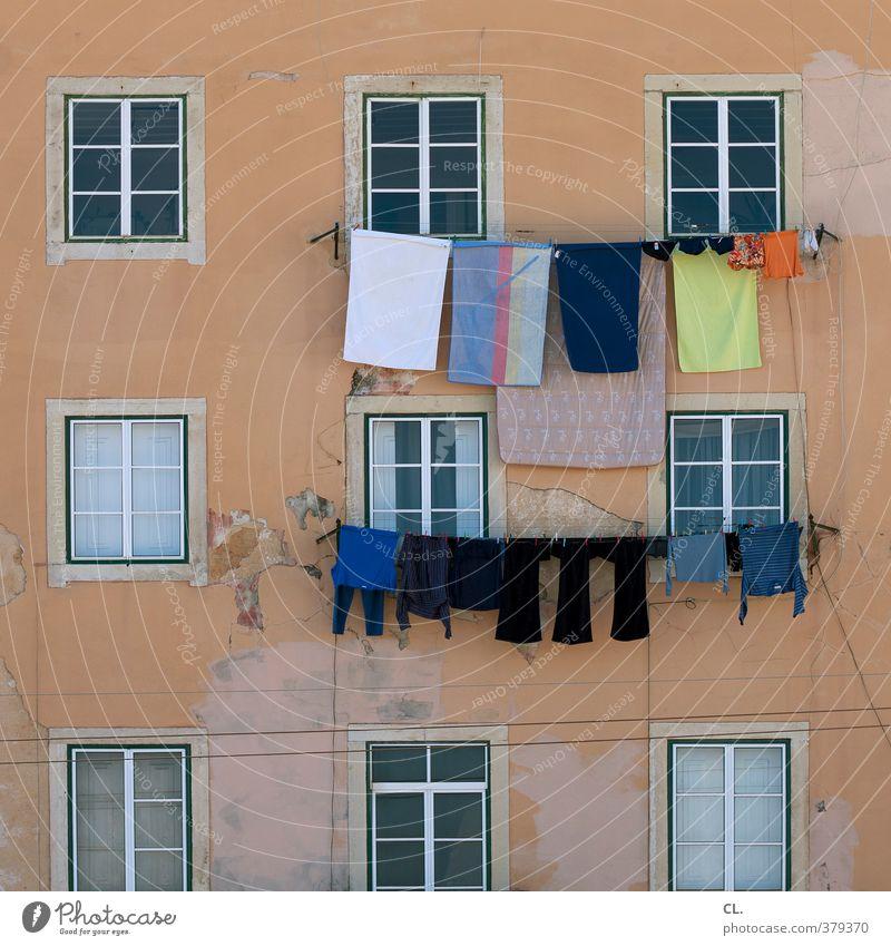 waschtag Ferien & Urlaub & Reisen Häusliches Leben Wohnung Haus Mauer Wand Fassade Fenster Fröhlichkeit einzigartig Reinlichkeit Sauberkeit Hausfrau Haushalt