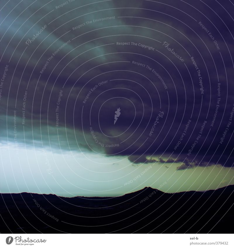 Von den Minen nach unten Umwelt Natur Landschaft Urelemente Luft Himmel Wolken Gewitterwolken schlechtes Wetter Unwetter Sturm Berge u. Gebirge Gipfel Meer