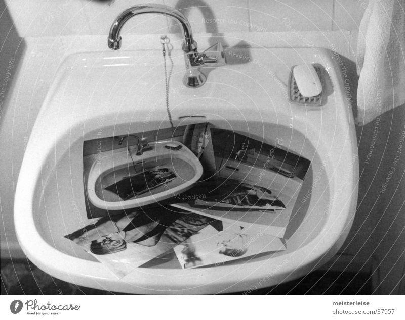 wässern Waschbecken Fotografie gießen Häusliches Leben Erfinden Wasser Schwarzweißfoto