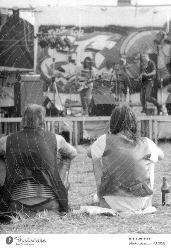 AltRocker Open Air Mann trinken maskulin Achtziger Jahre Mensch altrocker Musikfestival Punk