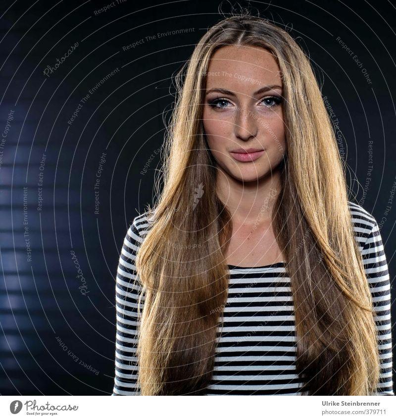 Star and Stripes schön Mensch feminin Junge Frau Jugendliche Erwachsene Haare & Frisuren 1 T-Shirt brünett blond langhaarig Scheitel Lächeln Blick stehen