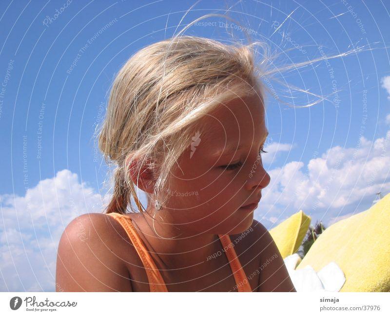 Sommerspaß Frau Kind Sommer Strand blond Gute Laune