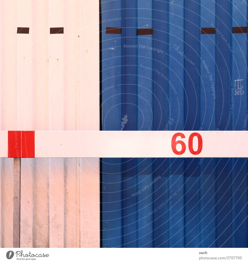 60 Fassade Mauer Wand Bauwerk Linien Container blau weiß verschlossen geschlossen sechzig Zahl Ziffern & Zahlen