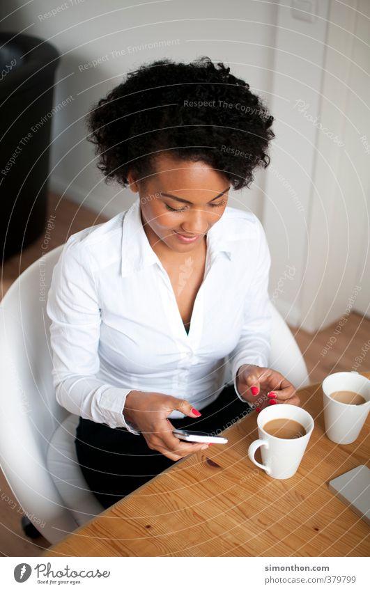 Business Mensch Ferien & Urlaub & Reisen Jugendliche 18-30 Jahre Erwachsene feminin Büro Erfolg Kommunizieren Studium Telekommunikation Pause Kaffee Kontakt