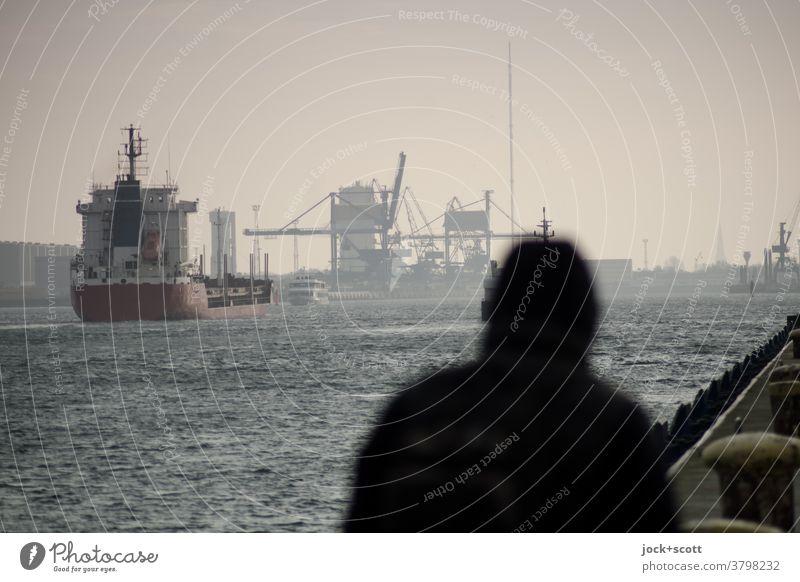 sicherer Hafen In unruhigen Zeiten Silhouette Winter Himmel Warnemünde Transport Kran Hafenkran Anlegestelle Dock Verkehr Ostsee Poller Containerschiff Schiff