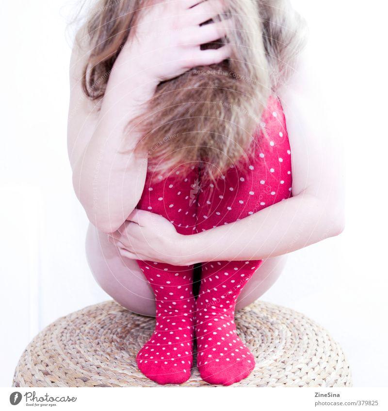 . feminin 1 Mensch 18-30 Jahre Jugendliche Erwachsene Strümpfe blond rot Farbfoto Studioaufnahme