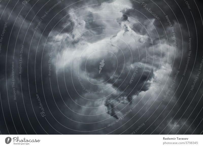 dunkle Gewitterwolke am Sommertag Unwetter Wetter Natur Himmel Cloud dramatisch bedeckt Wolkenlandschaft natürlich Landschaft Meteorologie Szene Wind niemand