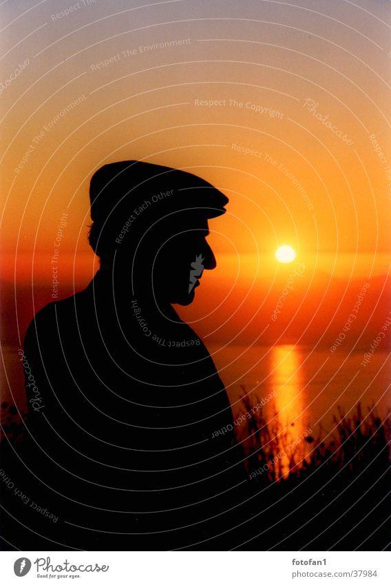 Schäfer bei Sonnenuntergang Mann Silhouette Meer Mütze Gegenlicht schwarz Profil