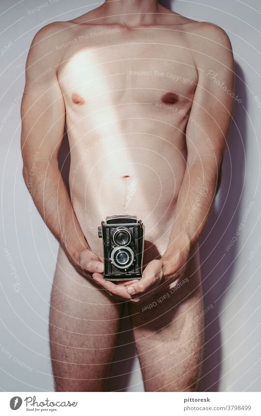 PornoBalken Akt nackt Erotik Mann Körper Männlicher Akt maskulin Muskulatur Haut Oberkörper Nackte Haut Pornographie Pornostar Pornobalken kamera Fotokamera