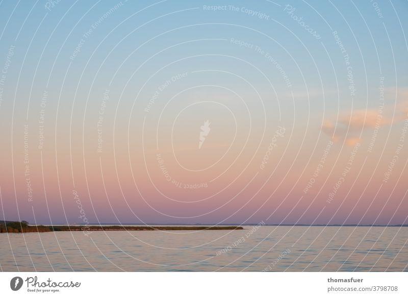 Sonnenuntergang am Meer mit Landzunge, sanft ruhige Stimmung Wasser Himmel Wolken Horizont Dämmerung Abend Ruhe Küste Ferien & Urlaub & Reisen Ferne Farbe