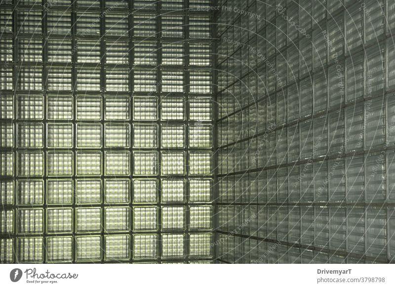 Eingangshalle mit Glasfliesenwänden Kacheln Quadrat Wand Licht Sonnenlicht grün grau Innenbereich Textur Oberfläche Schatten nuance Atmosphäre Ambiente kalt