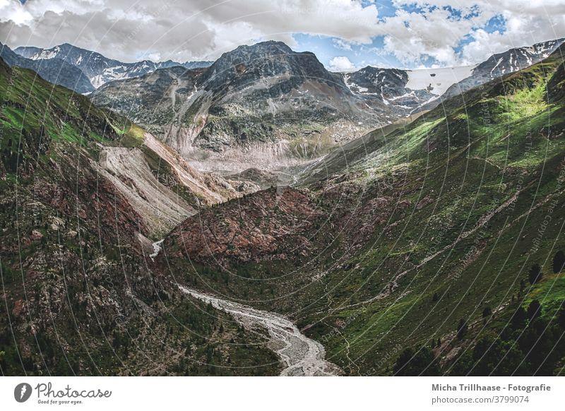 Alpenlandschaft im Kaunertal / Österreich Kaunertaler Gletscher Gletscherstrasse Tirol Berge Gipfel Gebirge Täler Fels Felsen Wiesen Bäume Landschaft Natur