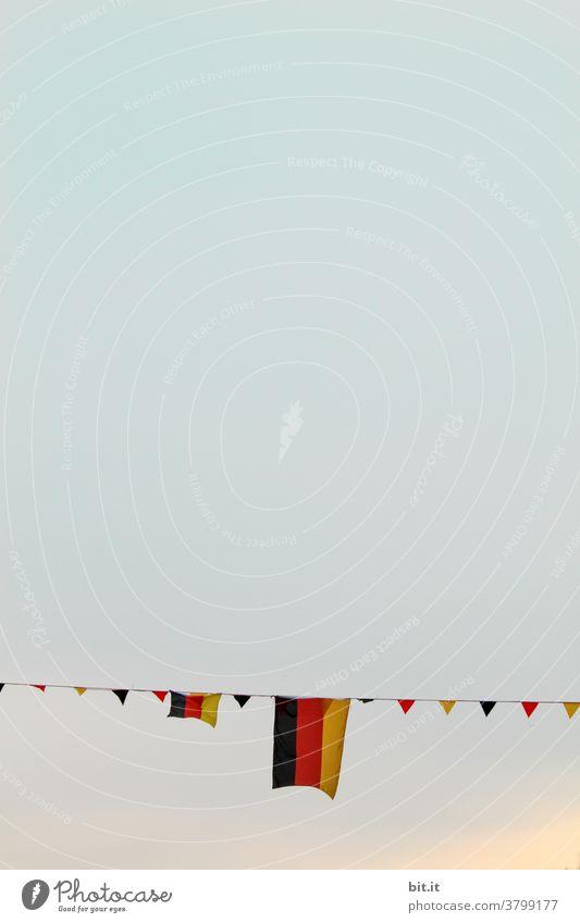 WM 2014 Wimpel Fahne Fahnen Flagge Deutschland Deutsche Flagge Deutschlandfahne Weltmeisterschaft Fußball Patriotismus Nationalflagge schwarz gold wehen Stolz