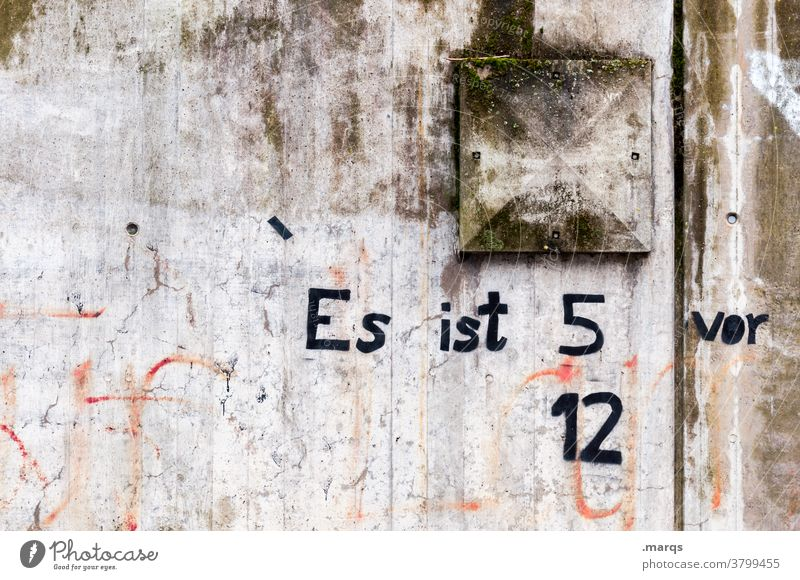 11:55 knapp Schriftzeichen Graffiti Ende deadline Stress Termin & Datum Uhrzeit 5 vor 12 Ziffern & Zahlen Klimaschutz Klimawandel Umwelt Umweltschutz Idee