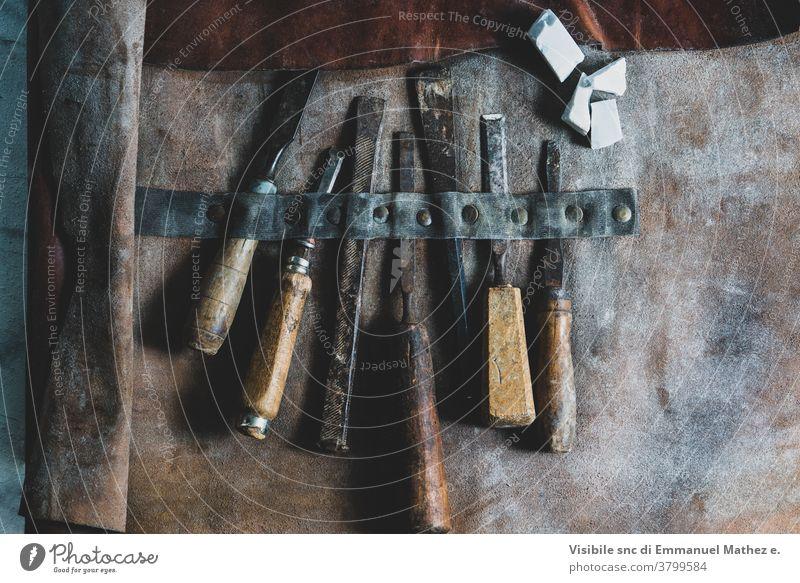 Ledertasche mit Modellierwerkzeugen Kunst Kreativität handgefertigt Fähigkeit Handwerk Bausatz Werkzeuge gegossen Bildhauerei Kunsthandwerker Gerät kreativ