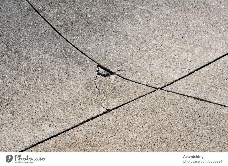 Betonplatten-Kreuzung Belag kaputt Bruch grau Befestigung befestigt Außenaufnahme Straße Menschenleer Wege & Pfade Verkehrswege Textfreiraum oben