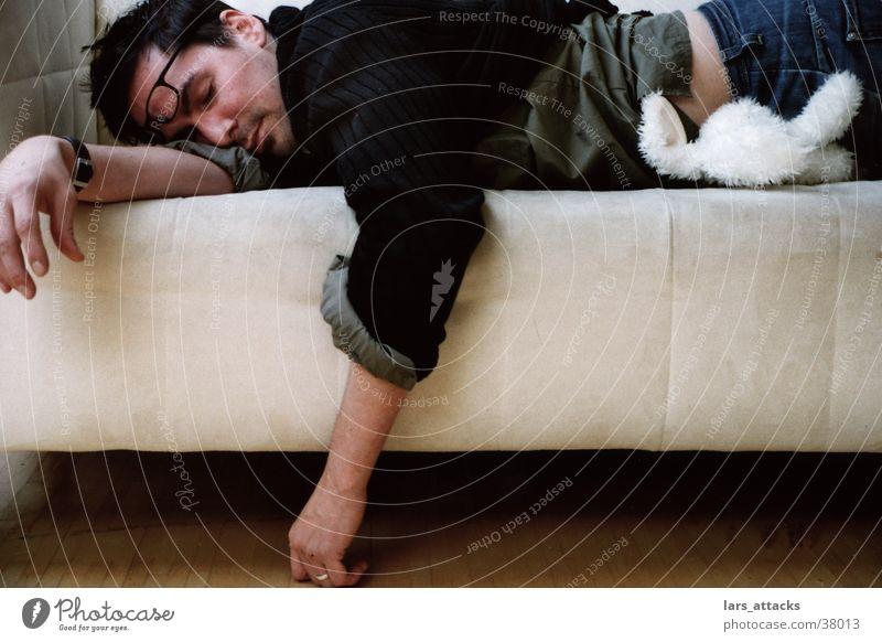 Hasenschlaf Mann schlafen Brille Sofa Stofftiere Müdigkeit Hase & Kaninchen fertig Mittagsschlaf Stoffhase