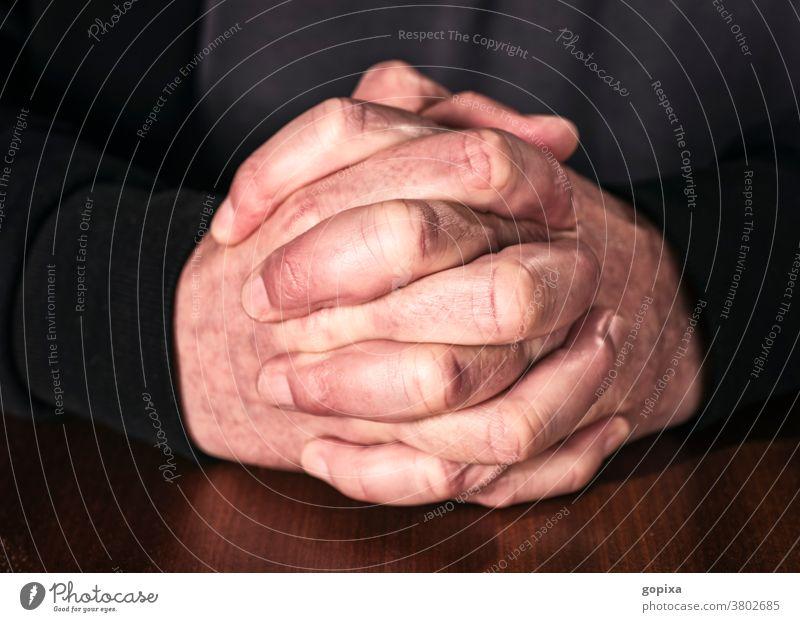 Betende Hände Gebet beten Hand Glauben Religion Gottesdienst Christentum Hoffnung Ritual glauben christlich Theologie Finger Anbetung Konzentration Gefühl