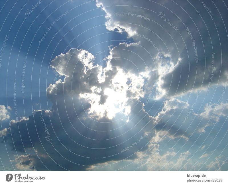 Wolkenbruch Natur schön Himmel weiß Sonne blau Wolken Regen hell Beleuchtung Kraft glänzend Wetter Energiewirtschaft Gewitter Gott