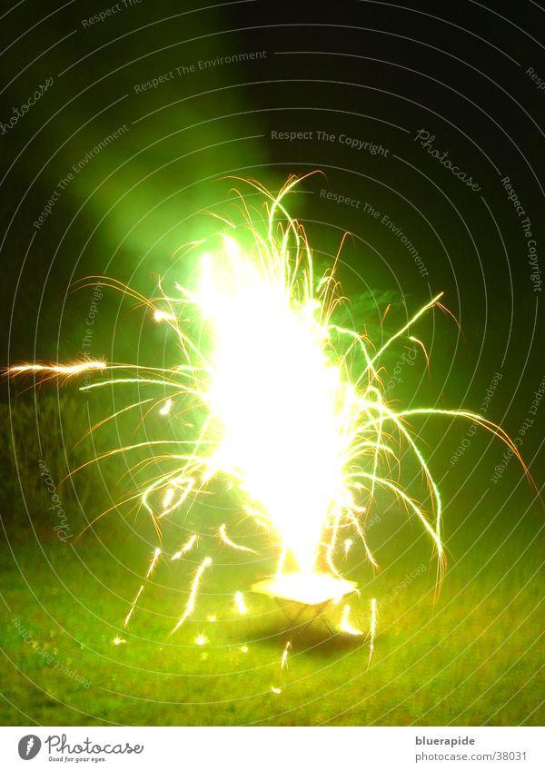 Tischvulkan zum zweiten grün Lampe hell glänzend obskur Vulkan grell Funken