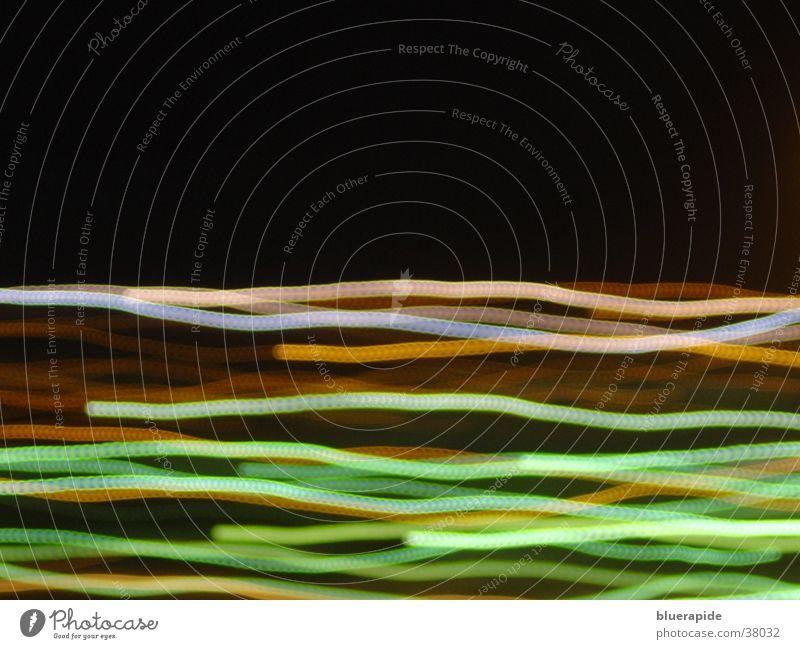 Lichtbahnen zum zweiten dunkel schwarz Langzeitbelichtung hell Farbe mehrfarbig Eisenbahn