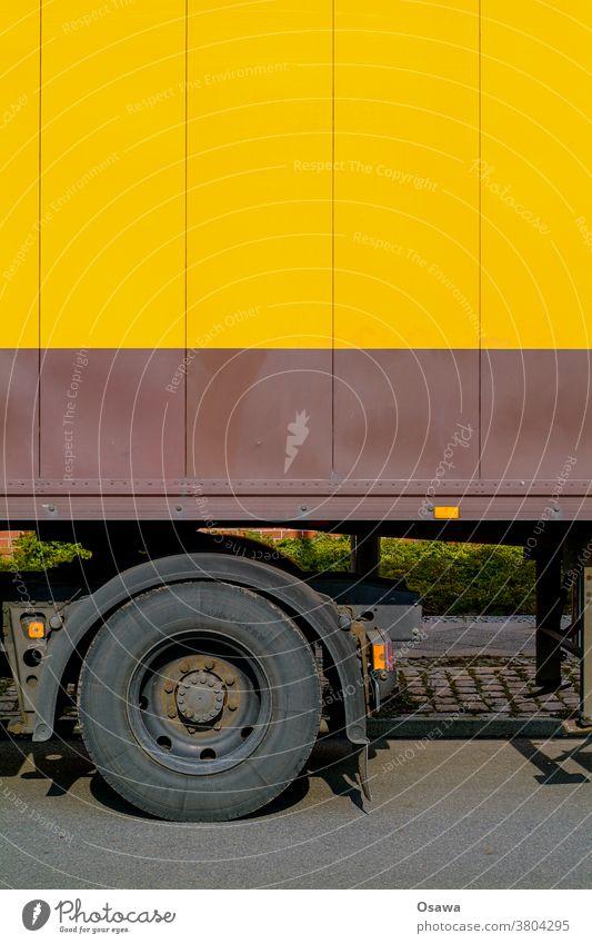 LKW Detail mit orangefarbenem Aufbau Güterverkehr & Logistik Lastwagen Verkehr Fahrzeug Außenaufnahme Farbfoto Verkehrsmittel Straße Menschenleer Tag Reifen