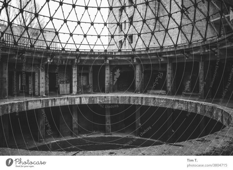 Krankenhaus Kiew Ukraine kyiv kalt Schwarzweißfoto s/w Ruine ruiniert SCHWARZ-WEIß Architektur lost places Dach