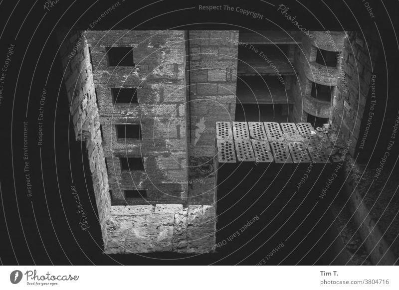 Verlorenes Krankenhaus Kiew Ukraine s/w ruiniert Großstadt Verlorener Ort lost places fenster Fenster Architektur Stadt Menschenleer alt Tag Schwarzweißfoto