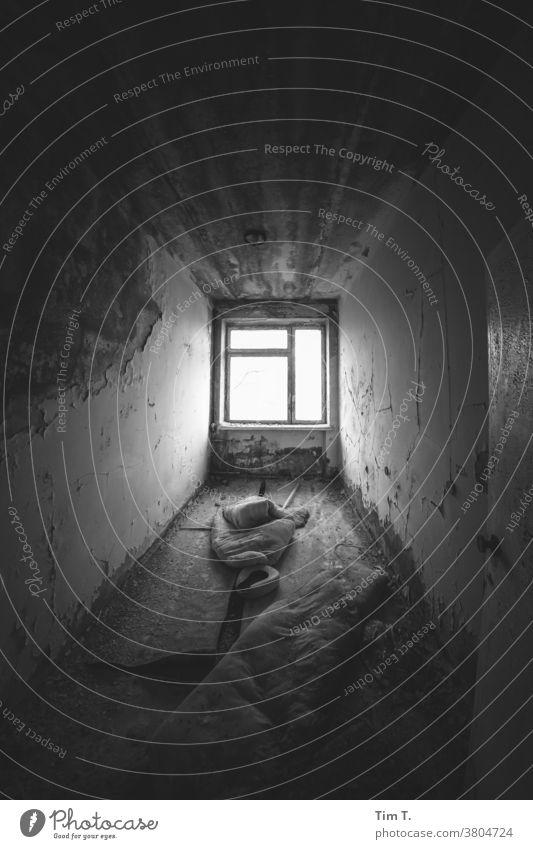 Zimmer mit Aussicht zwei Ukraine fenster Fenster s/w Raum Tschernobyl Krankenhaus Großstadt Pripjat Architektur Schwarzweißfoto SCHWARZ-WEIß alt Haus