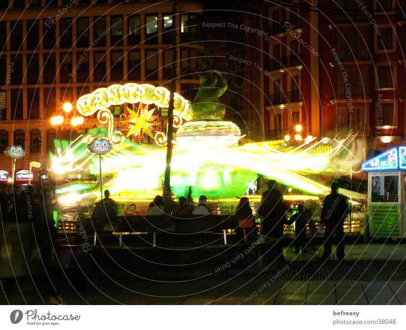 Leuchtkrake dunkel Jahrmarkt Bilbao
