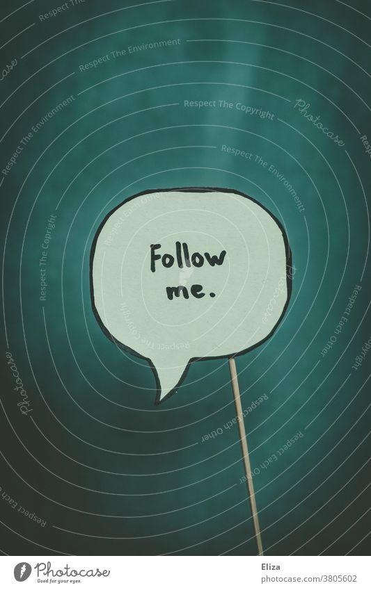 """Sprechblase in der """"Follow me"""" steht. Social Media, Influencer und Online Marketing. Instagram Likes Führung Sekte Anerkennung Einfluss folgen Kommunikation"""