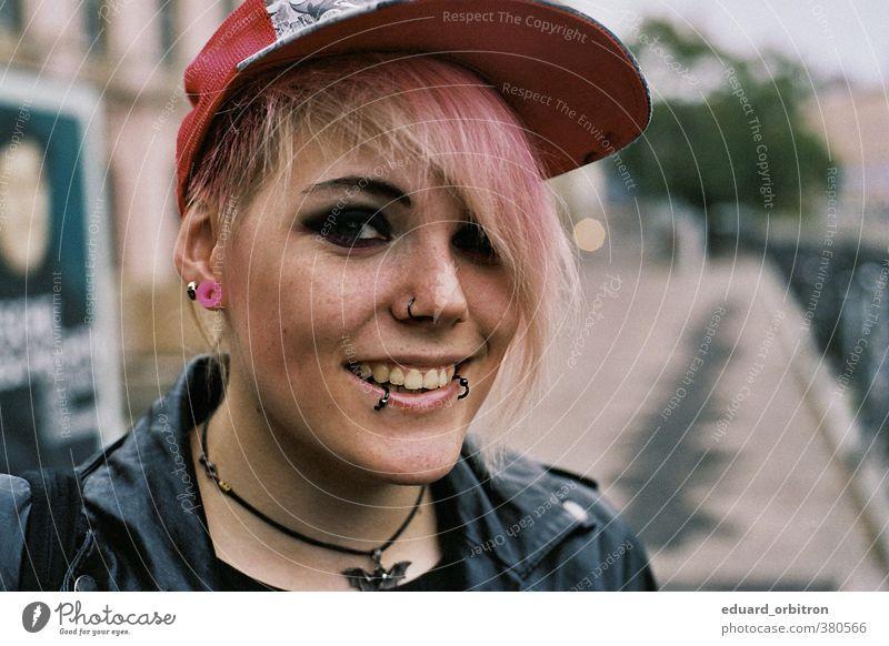 Dess Mettel feminin Junge Frau Jugendliche Erwachsene Kopf 1 Mensch 18-30 Jahre genießen Punk Farbe Lederjacke Piercing Ohrenstöpsel Schminke Emo-Punk Glück