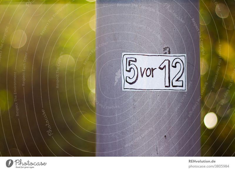 Sticker - 5 vor 12 Botschaft eckig Zitat Spruch Hinweis Sprache Schriftzeichen Verständigung Hinweisschild Kommunizieren Mitteilung Schilder & Markierungen