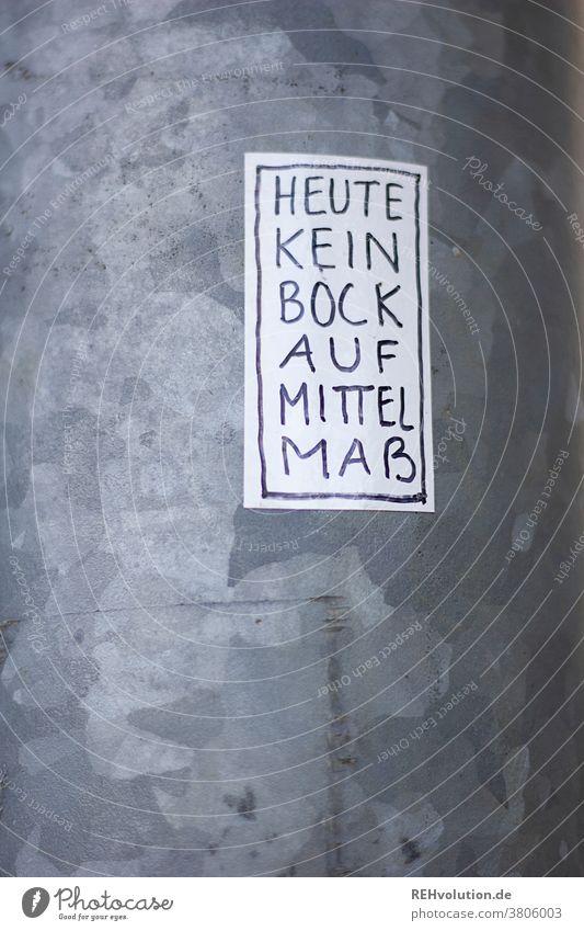 Sticker - Kein Bock auf Mittelmaß Schrift Kunst Handlettering Handschrift geschrieben kritisch Zweifel Aufkleber streetart Laternenpfahl Text worte kleben