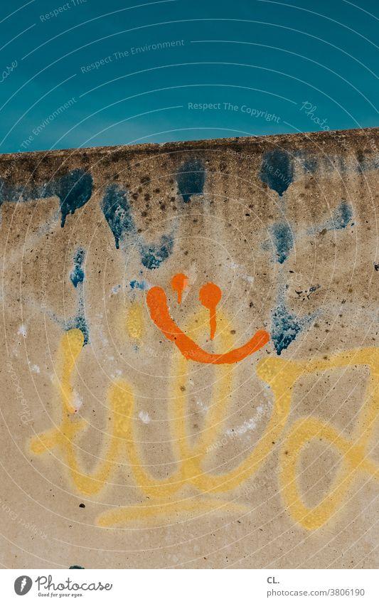 keep smiling Smiley Himmel Graffiti Optimismus optimistisch Fröhlichkeit Freundlichkeit positiv Symbole & Metaphern symbolisch Lächeln Freude Lebensfreude