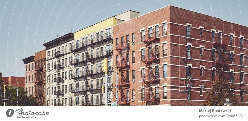 Gebäude mit Feuerleitern in Harlem New York, USA. Großstadt New York State Feuertreppe alt Haus retro heimwärts urban wohnbedingt neu nyc Manhattan Panorama