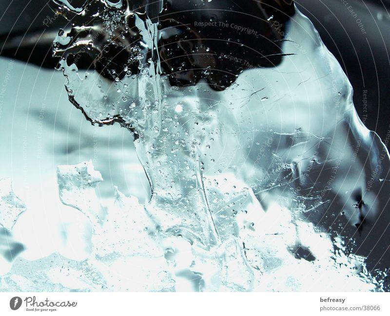 Eis mal anders Wasser blau kalt durchsichtig Glätte Fototechnik