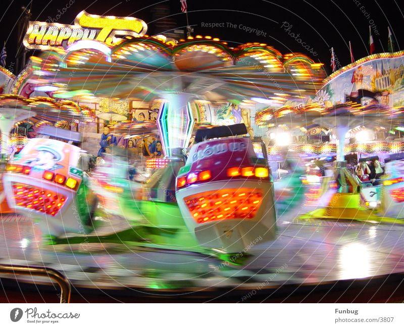 Geschwindigkeit Freude Farbe Bewegung Angst Geschwindigkeit Rauschmittel Mut Jahrmarkt mehrfarbig Licht Fairness Breakdancer Tänzer Tornado