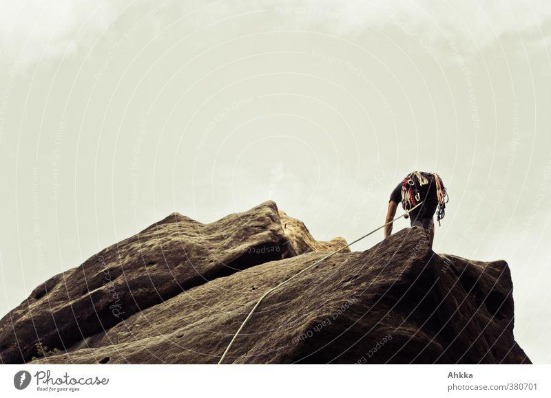 Bergsteiger mit viel Equipment am Felsen, Sächsische Schweiz Himmel Ferien & Urlaub & Reisen Ferne Berge u. Gebirge Leben Bewegung Freiheit grau oben Kraft