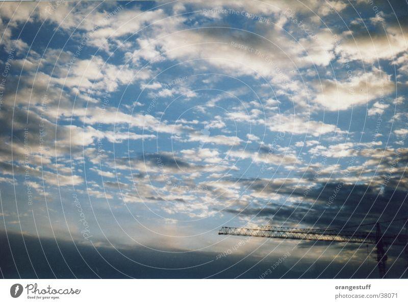 Himmlische Baustelle Himmel blau weiß Wolken Ferne Glück Erde Luft Stimmung Wetter Erde fliegen frei Klima Baustelle Technik & Technologie