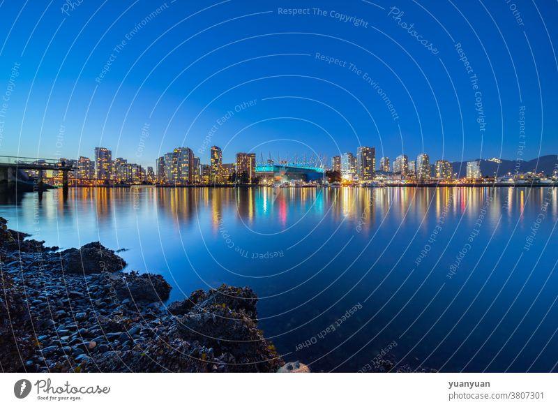 Nachtansicht der Stadtsilhouette Skyline Kanada reisen Architektur Vancouver Großstadt urban Tourismus Stadtbild modern Stadtzentrum Wolkenkratzer Wasser
