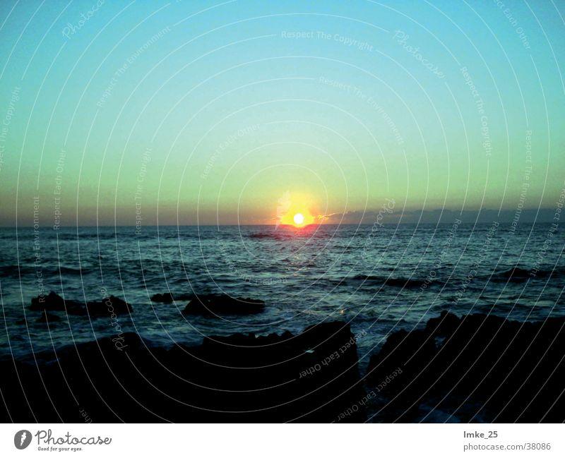 der tag geht zu ende Portugal Sonnenuntergang Meer Wellen rot Nacht Algarve Wasser Felsen Farbe