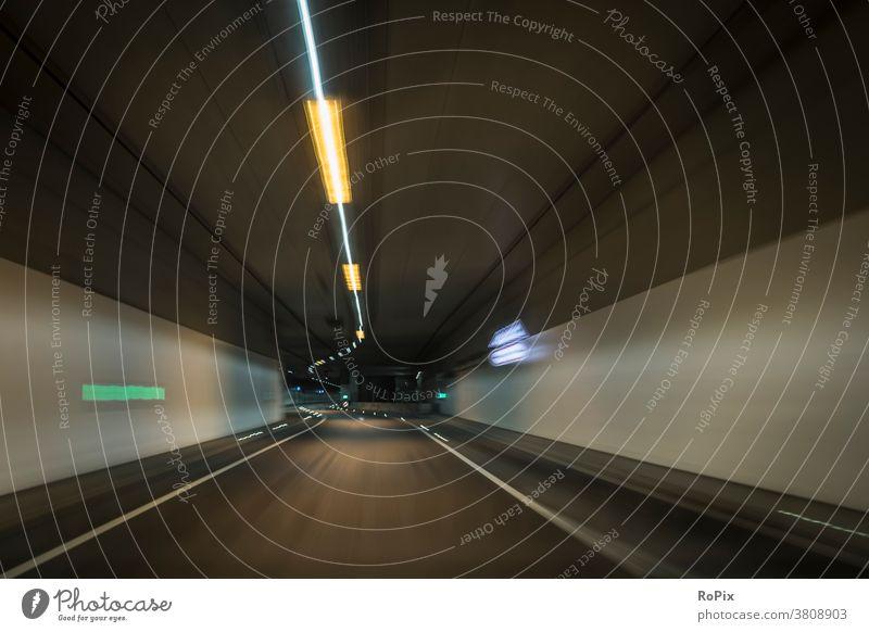 Unterwegs mit Tunnelblick im kurvenreichen Untergrund. Straße Autobahn motorway Geschwindigkeit speed crossing Unterführung Bewegung Rohr Technik Infrastruktur